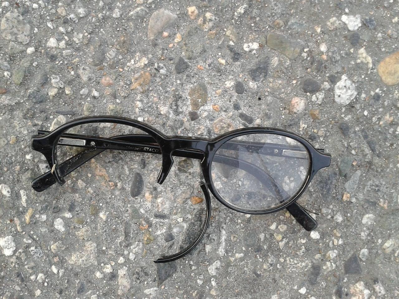 Avec quoi réparer des lunettes